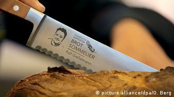 Nož na kruhu