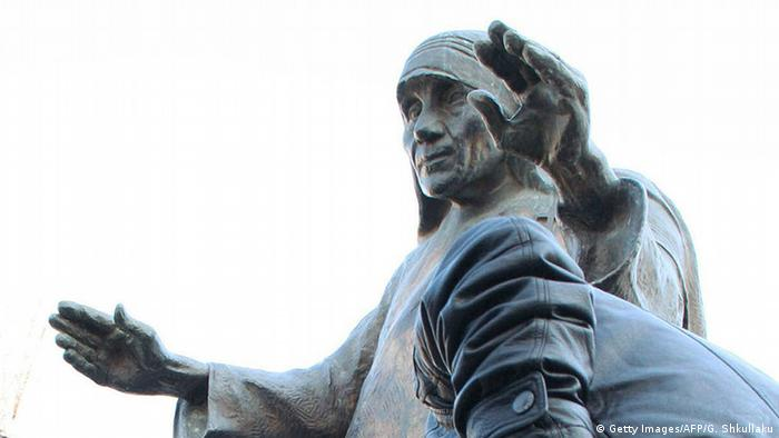 Albanien Statue von Mutter Teresa in Tirana