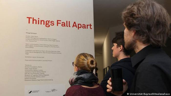 Deutschland Ausstellung Things Fall Apart im Bayreuther Iwalewahaus