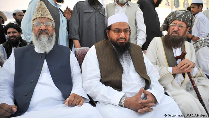 Muhammad Ahmed Ludhianvi links im Bild von der Ahlan Sunnat wal Jamaat