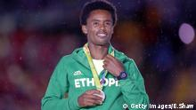 Feyisa Lilesa at the awards ceremony in Rio © Getty Images/E.Shaw