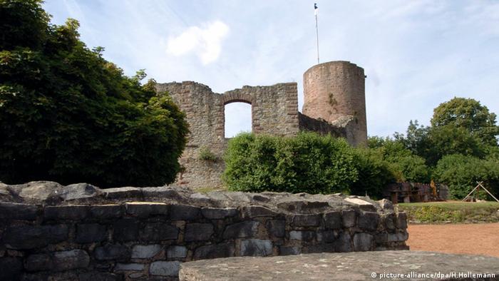 As ruínas do burgo de Polle, que inspirou o conto da Cinderela