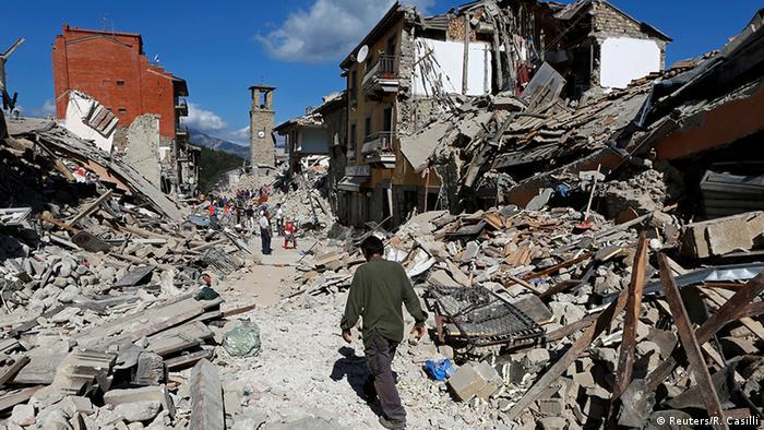 Cidade destruída por terremoto na Itália
