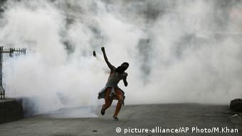 Migrant workers flee Srinagar amid Kashmir violence