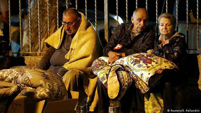 Einwohner von Amatrice nach dem Erdbeben in Italien (Foto: Reuters)