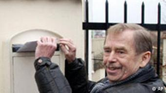 Weißrussland Vaclav Havel protestiert in Prag