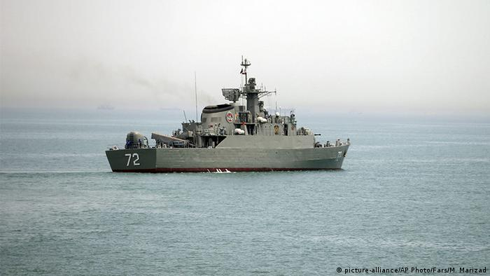 Straße von Hormuz Iranisches Kriegsschiff Alborz (picture-alliance/AP Photo/Fars/M. Marizad)
