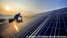 21.8.2016 *** In this Sunday, Aug. 21, 2016 photo, a worker performs maintenance on solar panels at a photovoltaic power station in Songxi county in southeastern China's Fujian province. A U.N.-backed report released in March said global investments in solar, wind and other sources of renewable energy reached a record $286 billion in 2015, and the developing world accounted for the majority of investment for the first time. (Chinatopix via AP) Copyright: picture-alliance/dpa/V. Astapkovich