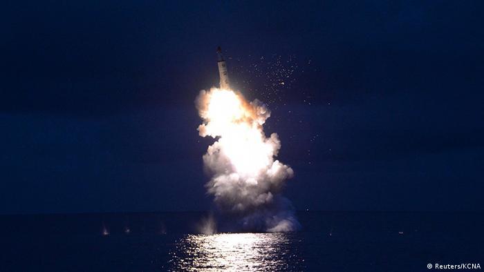 Запуск ракеты с подводной лодки в КНДР