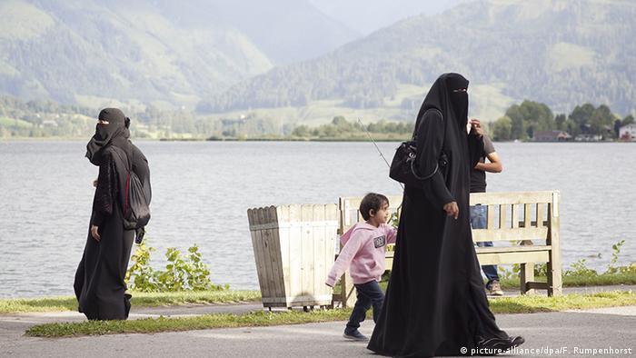 Österreich Arabische Touristen in den Alpen (picture-alliance/dpa/F. Rumpenhorst)