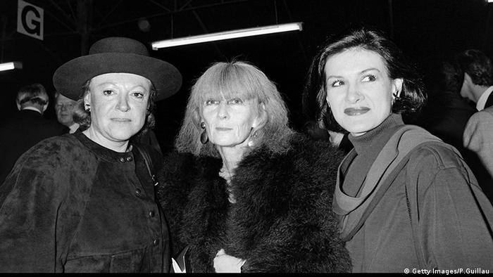 Sonia Rykiel (center) is pictured with French singer Regine (left) and Paloma Picasso, Copyright: Getty Images/P.Guillau