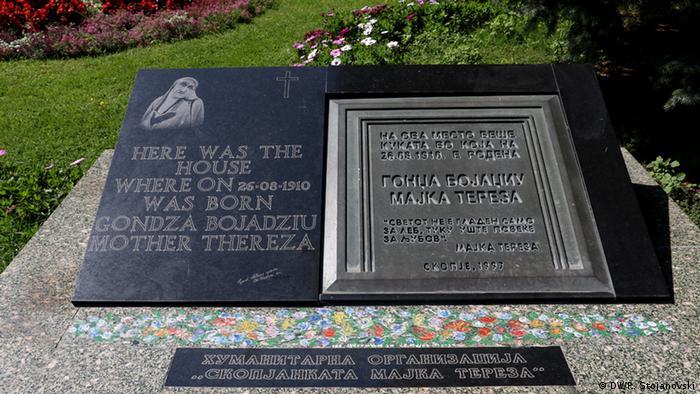 Mazedonien Gedenktafel für Mutter Teresa in Skopje
