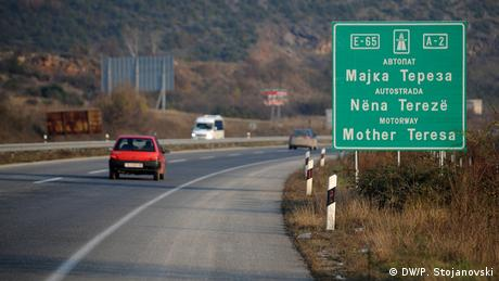 Mazedonien Mutter Teresa-Highway in Skopje