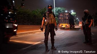 Philippinen Polizisten in Aktion (Getty Images/D. Tawatao)