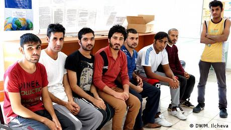 Gruppe von Flüchtlilngen (Copyright: DW/M. Ilcheva)