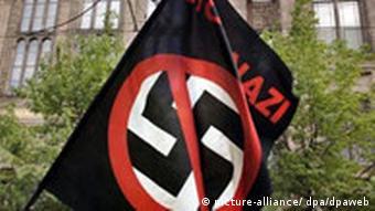 Durchgestrichenes Hakenkreuz Rechtsextremismus Verbot von anti-faschistischen Symbolen