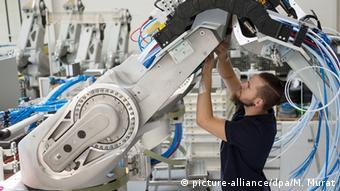 Компания Dürr AG выпускает окрасочные роботы для автомобильных заводов