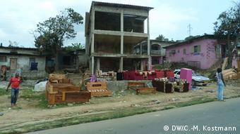 Gabun, Libreville, Strasse, Gebäude (DW/C.-M. Kostmann)