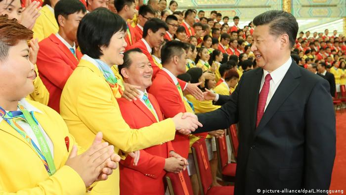 Peking China Xi Jinping Empfang des Olympia Teams (picture-alliance/dpa/L.Hongguang)