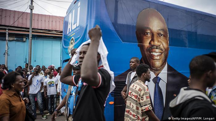 Afrika Präsidentschaftswahlen in Gabun Plakate Ali Bongo (Getty Images/AFP/M. Longari)