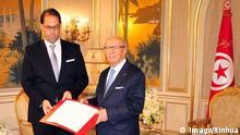 Tunesien Tunis Präsident Beji Caid Essebsi (R) und neuer Ministerpräsident Youssef Chahed