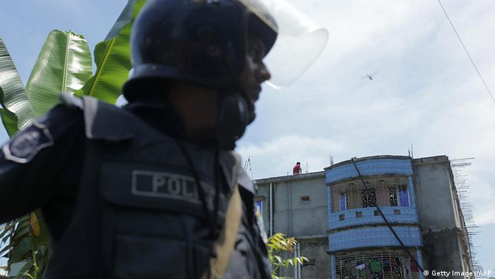 Bangladesch Polizeieinsatz gegen Täter des Anschlags auf ein Cafe in Dhaka (Getty Images/AFP)