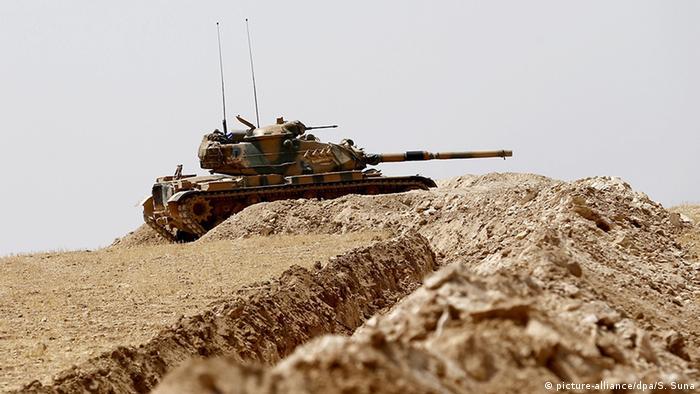 Türkei Offensive gegen IS in Syrien (picture-alliance/dpa/S. Suna)