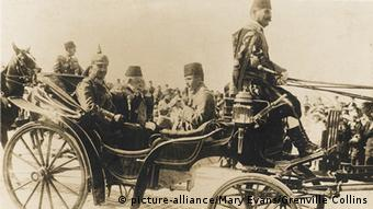 O σουλτάνος της Οθωμανικής Αυτοκρατορίας Μωάμεθ Ε' με τον υπ. Πολέμου Ενβέρ Πασά και τον Κάιζερ Γουλιέλμο