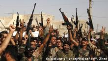 27.08.2016 *** (160827) -- DAMASCUS, Aug. 27, 2016 () -- Syrian soldiers celebrate victory in the town of Daraya near Damascus, capital of Syria, on Aug. 26, 2016. In the case of the town of Daraya near Damascus, the Syrian army withdrew from the town in 2012, as the rebels there have taken control of that sprawling key area on the western rim of Damascus. Later on, the Syrian forces placed the town under a tight siege, with battles and skirmishes taking place each once in a while. State news agency SANA said both sides concluded a deal on Thursday, under which the Syrian army and government will re-assume control of Daraya, in exchange of the rebels' extraction. (/Yang Zhen) (syq) Copyright: picture-alliance/Photoshot/Y. Zhen