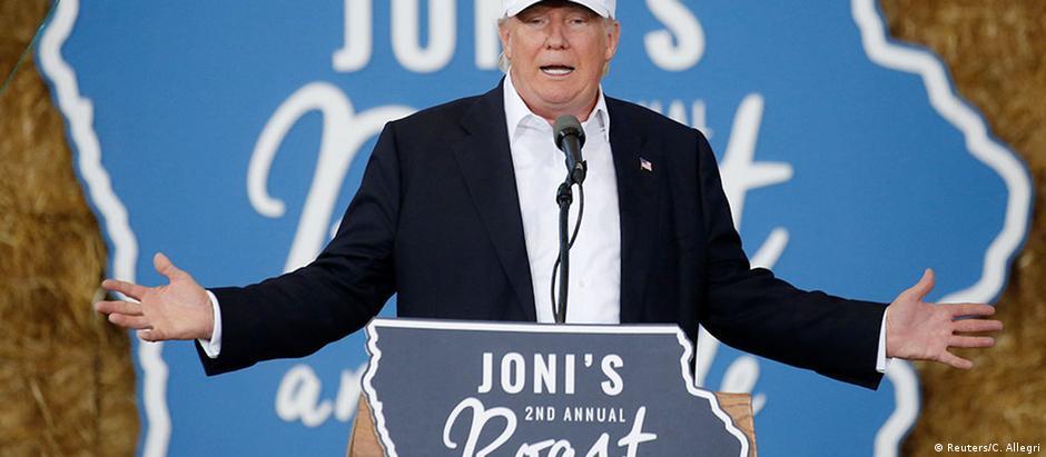 Donald Trump durante comício em Des Moines, Iowa, neste sábado