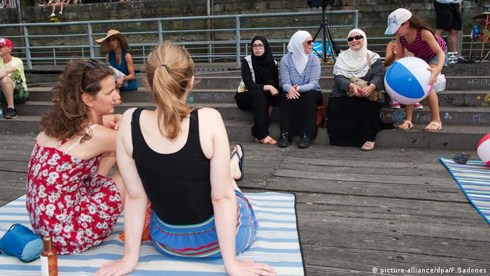 Antwerpen Belgien Burkini Party Protest (Foto: picture-alliance/dpa/F.Sadones)