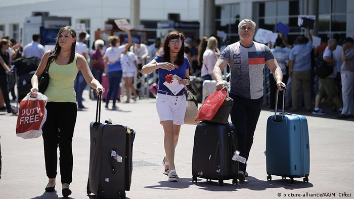 Russian tourists in Turkey (picture-alliance/AA/M. Ciftci)