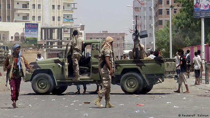 Soldados leales al gobierno en la ciudad de Adén.