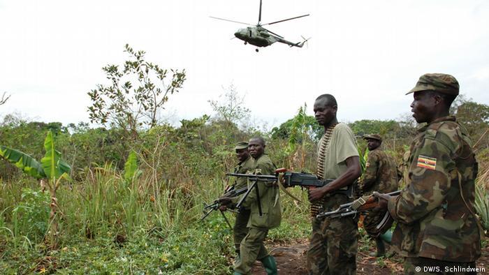 Ugandische Truppen jagen LRA im Kongo 2009 (DW/S. Schlindwein)