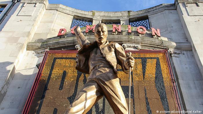 Freddie Mercury-Statue vor dem Londoner Dominion Musical-Theater (Foto: dpa)