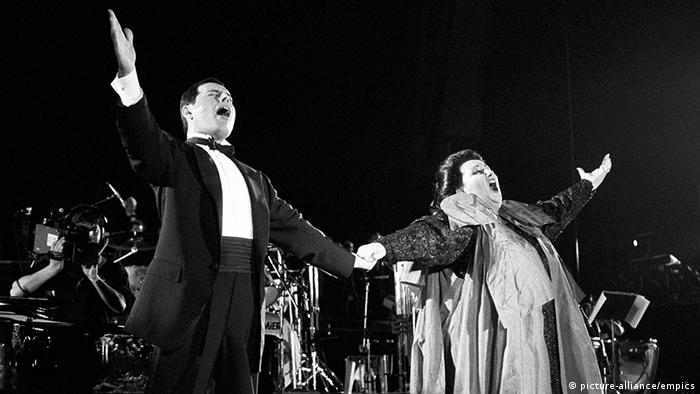 Freddie Mercury mit Monserrat Caballe in Barcelona (picture-alliance/empics)