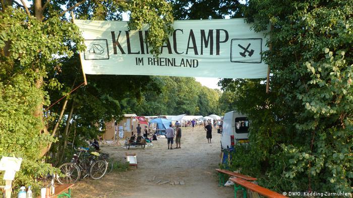 Eingang zum Klimacamp im Rheinland bei Lützerath (Foto: DW/O. Ködding-Zurmühlen).