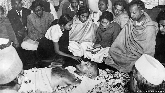 Indien Aufbahrung Mahatma Gandhi (picture-alliance/Imagno)