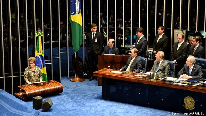 Dilma discursa para o Senado: fala durou 40 minutos, numa sessão de mais de 14 horas