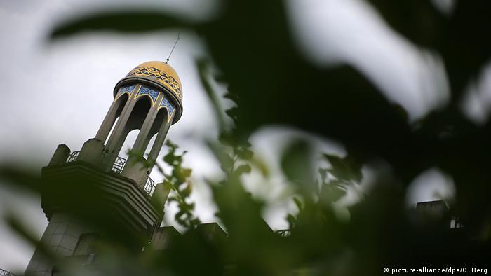 Deutschland König Fahd Fahad Akademie in Bonn - Detail Minarett (picture-alliance/dpa/O. Berg)