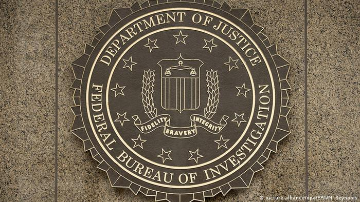 USA FBI Logo in Washington (picture-alliance/dpa/EPA/M. Reynolds)