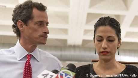 USA Anthony Weiner und Huma Abedin Pressekonferenz in New York (picture alliance/dpa/EPA/A. Kelly)