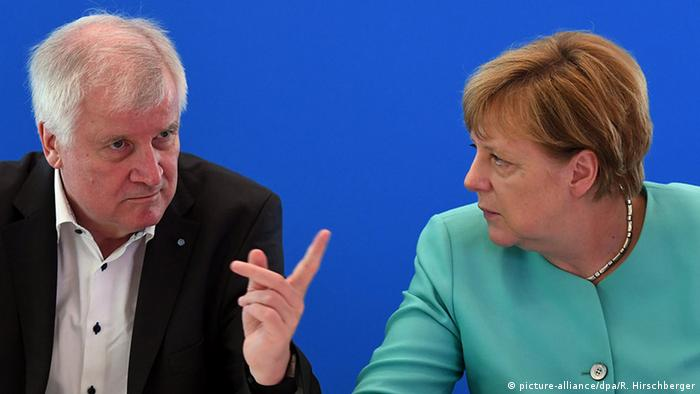 Horst Seehofer and Angela Merkel in Potsdam (picture-alliance/dpa/R. Hirschberger)