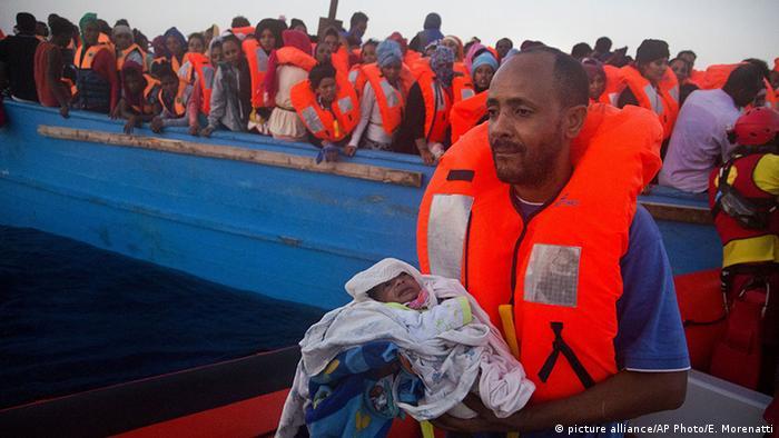 في 11 شباط/فبراير 2015 أعلنت وكالة اللاجئين في الأمم المتحدة أن أكثر من 330 مهاجرا لقوا حتفهم إثر 4 حوادث غرق منفصلة في المتوسط قبالة جزيرة لامبيدوزا الإيطالية. في حين أعلنت منظمة أنقذوا الطفولة في الخامس عشر من نيسان/أبريل أن ما يقارب 400 شخص في عداد المفقودين بعد حادثة غرق قارب كان يحمل 550 شخصاً قبالة سواحل ليبيا في 12 نيسان/أبريل، بينما تم إنقاذ 144 شخص كانوا على متن القارب، وانتشال 9 جثث.