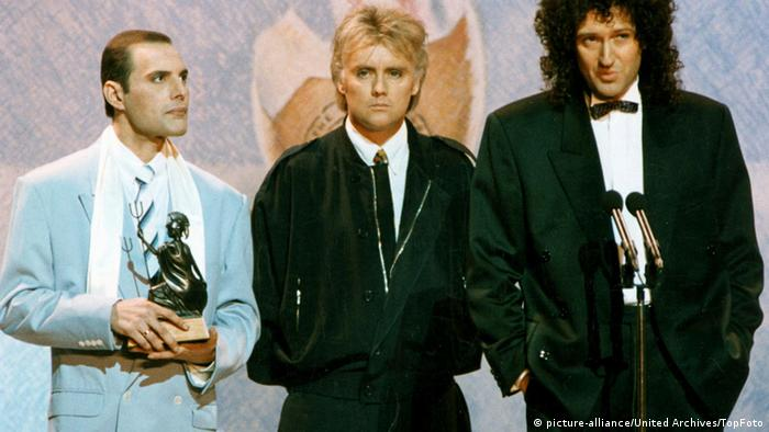 Brit Awards 1990 - Queen - Freddie Mercury, Roger Taylor & Brian May (Foto: dpa)