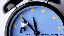 Symbol: fuenf vor zwoelf fuer Europa. | Keine Weitergabe an Wiederverkäufer. (c) picture-alliance/dpa/U. Baumgarten