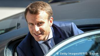 French Economy and Industry minister Emmanuel Macron arrives to visit the Rauschmaier insulation workshop (Getty Images/AFP/S. Bozon)