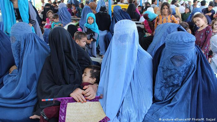 Pakistan Peschawar UNHCR Flüchtlingslager (picture-alliance/AP Photo/M. Sajjad)