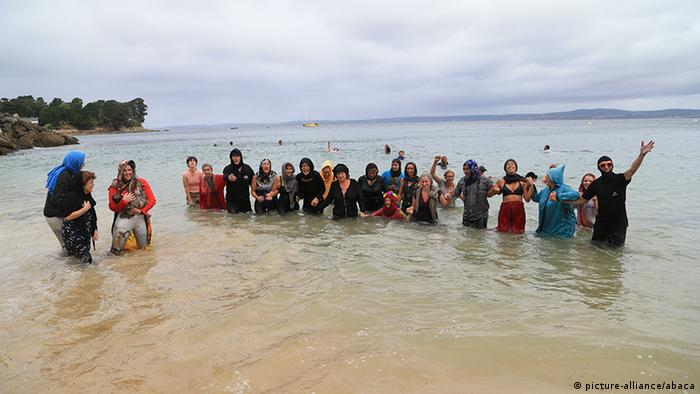 France protest against burkini ban (picture-alliance/abaca)
