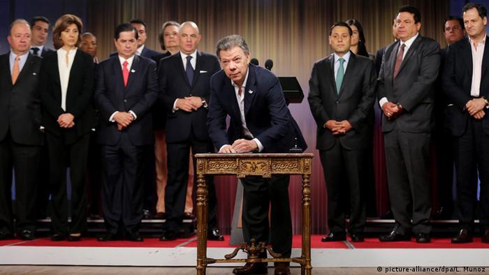 Kolumbien Präsident Juan Manuel Santos (picture-alliance/dpa/L. Munoz)